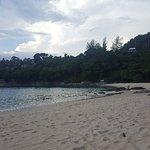 09.04.18 Strand ist leer keine Gastronomie nix. Nur per Wasser  erreichbar. Durchgänge sind gesc