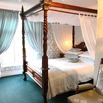 The Green Room - Luxury Four poster bed with en-suite.