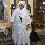Couleur locale, avec habits Berbères. Musée archéologique et traditionnel. Médina de Tozeur.04.0