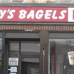Fotografija – Poppy's Bagels Pizza & TCBY