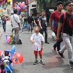 PJ buying balloon