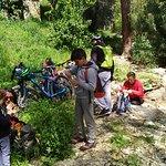 נקודת ירידה מהאופניים ותחילת טיפוס קל במעלה ההר
