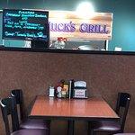Huck's Grill resmi