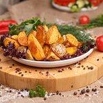Картофель по-селянски (49 рублей за 100 грамм).
