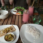 Mongfish with pineapple salsa and a mixed fruit smoothie