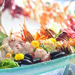 A stylish environment, innovative buffets and sumptuous a la carte selection
