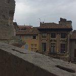 Voir la ville d'Arles depuis l'amphithéâtre et admirer les couleurs