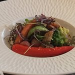 Un restaurant gastronomique copieux et convivial ayant une cuisine raffinée et de saison.