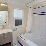 Deluxe Queen Suites Feature Jetted Bath Tub
