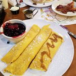 Cheese stuffed berry crepes
