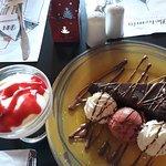 Σοκολατόπιτα, γλυκό με κόκκινα φρούτα