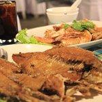เมนู: ปลากระพงทอดน้ำปลา และกุ้งซอสมะขาม