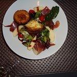 Salade Bourguignonne (Nonette à l'Epoisses, jambon cru, pomme fruit)