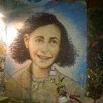 Anne Frank - Street Art