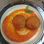 Аранчини, рисовые шарики с грибами и сливками.