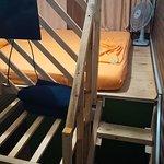 Номер трехместный, кровать под потолком