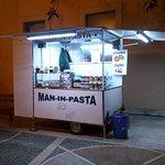 Man-in-pasta StreetFood照片