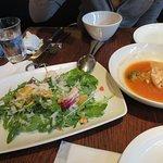 ルッコラサラダ1350円、と白豆スープ680円