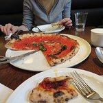 ボリュームのあるピザ、マリナラ1250円
