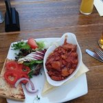 BBQ pulled pork starte and pint of Ringwood real ale: both fantastic!