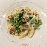 Penne with cheese, broccoli & walnut