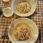Spaghetti alla carbonara + Spaghetti cacio e pepe