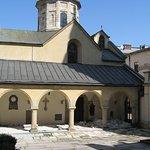"""В этом дворике Армянской церкви снимали """"трех мушкетеров"""""""