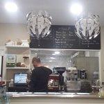Propietario haciendo ese buen cafe