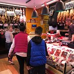 Mercado Jamon Iberico: Ham (& Cheese & Wine) Tasting time!
