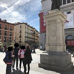 Meeting Point: Plaza Isabel in front of the 1st statue of the tour!