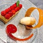 Dessert de saison, fraises des bois, rhubarbe, thym et citron