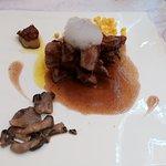 Pluma de cerdo ibérico con setas y salsa de vino tinto