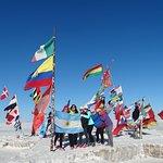 Banderas del mundo en el verdadero primer hotel de sal