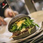 Hamburger gourmet con ingredienti selezionati