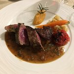 Beef grilled with fresh garlic and served with vegetables and meat sauce