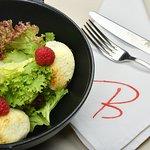 Salade de chevre chaud savoureuse