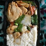 Chicken w/vegetables combination w/ white rice & egg roll