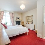 Broomhill Manor Apartment master bedroom withh ensuite