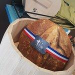 La jolie boite à pain en bois vendue ,comme la musette ,à la boulangerie