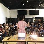 Nuestro espacio es perfecto para talleres y conferencias / Our place is perfect for workshops