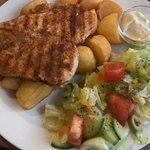 Chiken breast with potato croutons, fresh salad and tatar sauce