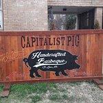 Capitalist Pigの写真