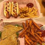 Foto de Famous Uncle Al's Hot Dogs and Grille