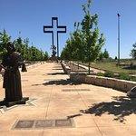 Foto de The Coming King Sculpture Prayer Garden