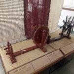 Straight yarn weaving loom