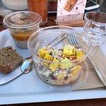 Salade boulghour et poulet au curry + graine de chia et mangue