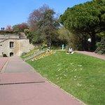 Ancien bassin et escaliers symétriques de l'ancien château