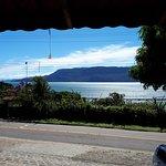 De frente ao Restaurante Sunset Celebration, no Veloso, sul da Ilhabela.
