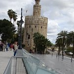 Photo de Torre del Oro