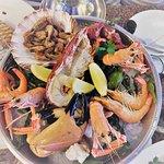 Una mezcla de cangrejo, langosta y langostinos
